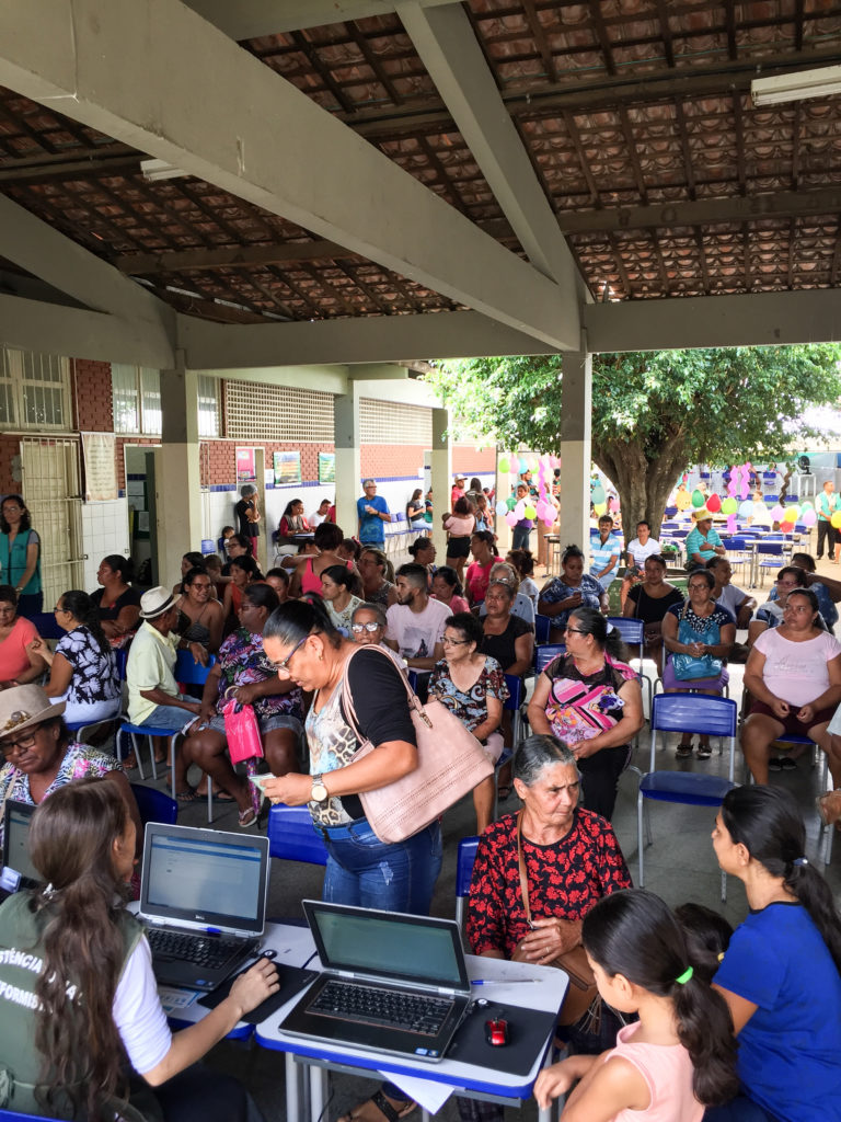 Pessoas esperando em um consultorio